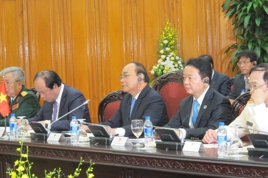 Thủ tướng Nguyễn Xuân Phúc chào mừng Thủ tướng Ấn Độ Narendra Modi và đoàn đại biếu cấp cao thăm chính thức Việt Nam