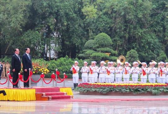 Quân nhạc cử quốc ca Pháp - Việt Nam