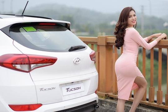 Hoa khôi xứ Trà điệu đà cùng Hyundai Tucson 2016