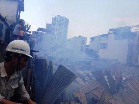 Cháy lớn tại Hoàng Mai, hàng ngàn công nhân bỏ chạy
