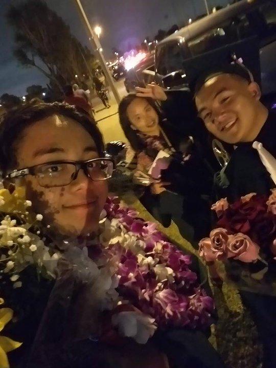 Bạn bè cùng chúc mừng Kim Tuyền hoàn thành trung học, chuẩn bị bước vào đại học