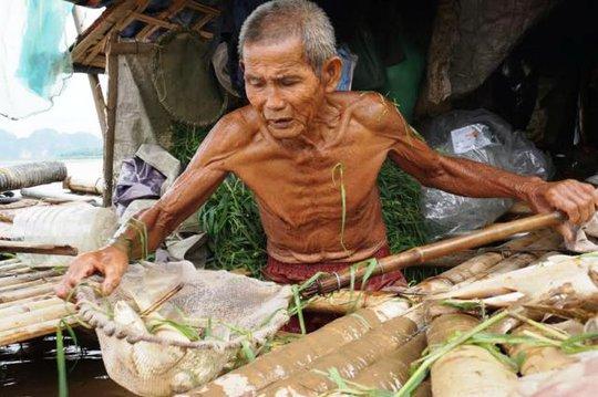 Người nuôi cá lồng ở Thanh Hóa lao đao trước hiện tượng cá chết hàng loạt trên sông Mã những ngày qua