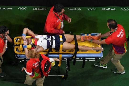 Kinh hoàng cảnh VĐV Pháp gãy chân ở Olympic 2016
