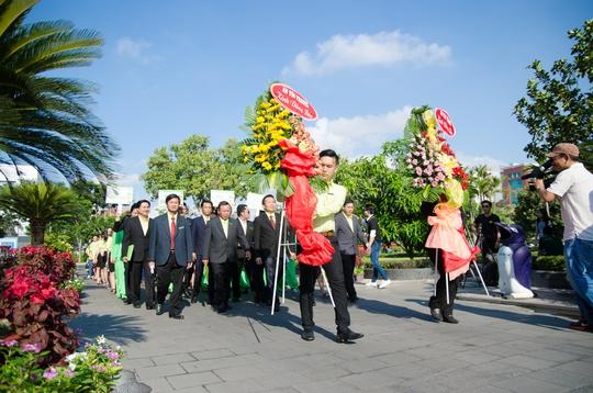 Toàn thể BLĐ cùng CBCNV An Tín Travel dâng hoa và dâng hương Bác tại Bảo tàng Hồ Chí Minh (Q.4)