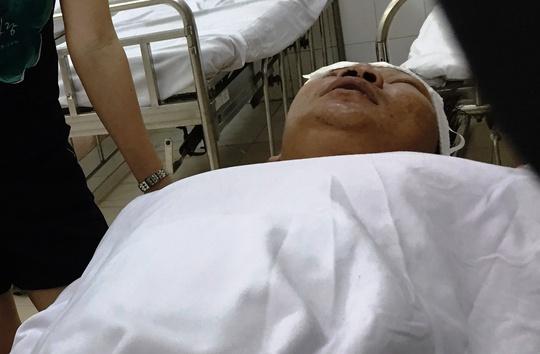Anh Đinh Thanh Trọng bị côn đồ chém nhập viện với vết thương nặng ở đầu