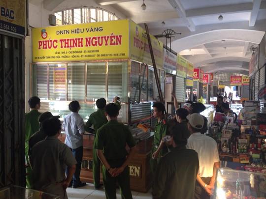Tiệm vàng Phúc Thịnh Nguyên (chợ Đông Hà) bị trộm vào sáng 10-5 (ảnh CTV)