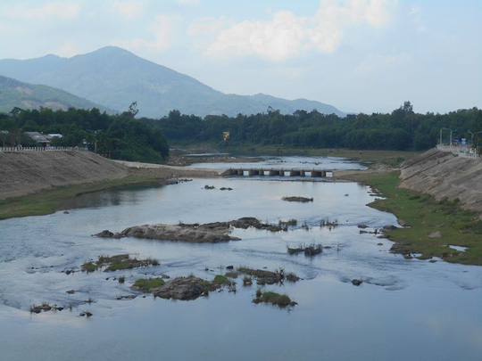 Một đoạn sông Tiên mùa nước cạn.