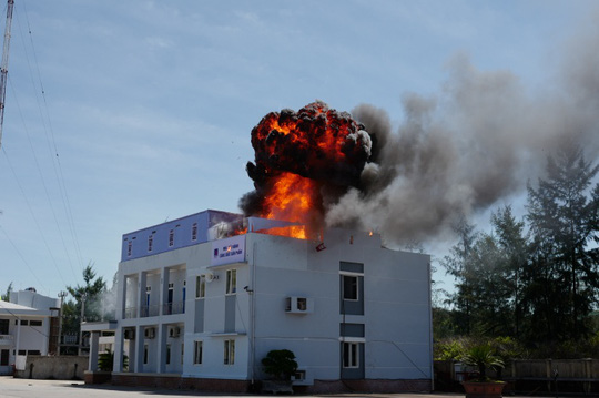 Công tác chữa cháy và cứu nạn được thực hiện khẩn trương