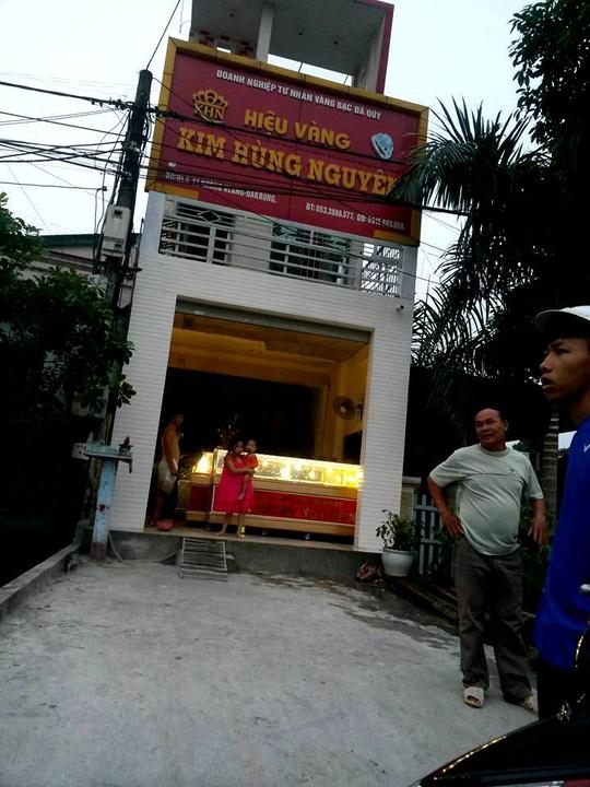 Tiệm vàng của doanh nghiệp tư nhân vàng bạc đá quý Kim Hùng Nguyên bị trộm vào chiều 10/5 (ảnh CTV)
