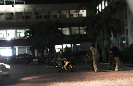 Lực lượng công an đến lấy lời khai nhân chứng điều tra