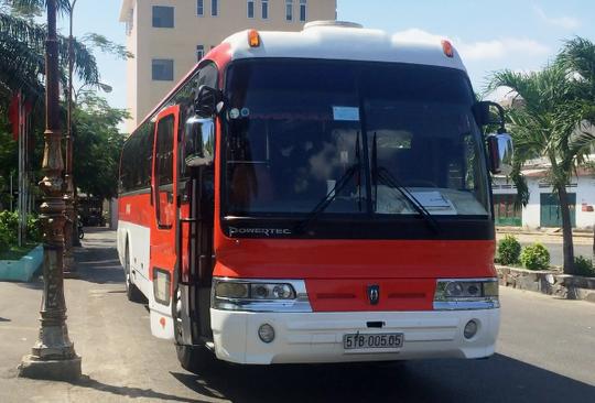Xe trung chuyển hành khách từ ga Sài Gòn đến ga Biên Hòa để tiếp tục hành trình