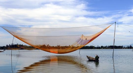 Sông Trường Giang ở Quảng Nam chảy êm đềm, đẹp như tranh vẽ.