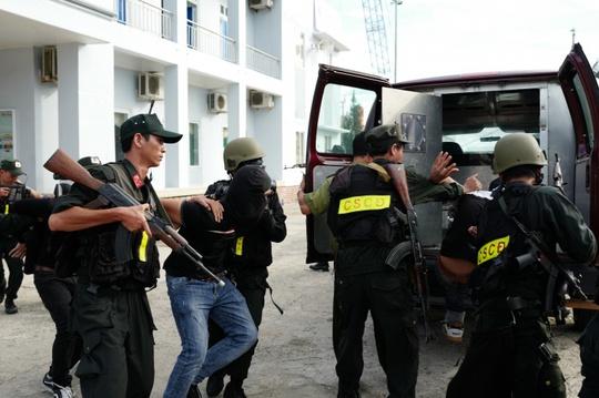 Tình huống giả định tóm gọn nhóm khủng bố - Ảnh: Xuân Sơn