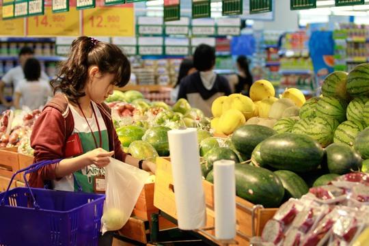 Các cơ quan chức năng cần xem xét những loại tạp chất độc hại có thể nhiễm vào thực phẩm dùng hằng ngày của người dân Ảnh: Hoàng Triều