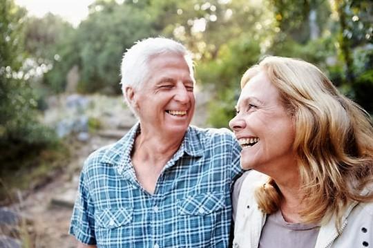 Tình dục có tác dụng khác nhau giữa đàn ông và phụ nữ cao tuổi Ảnh: MEDICAL NEWS TODAY