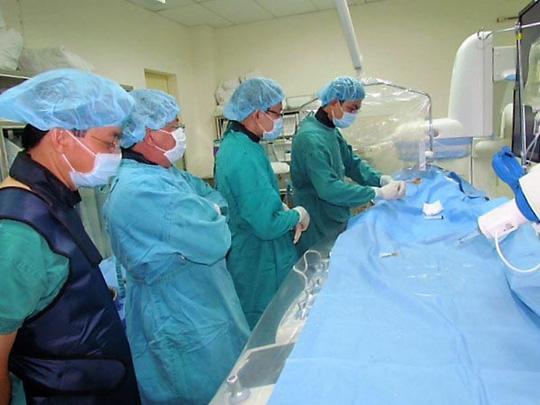 Các bác sĩ áp dụng kỹ thuật mới để điều trị cho người bệnh
