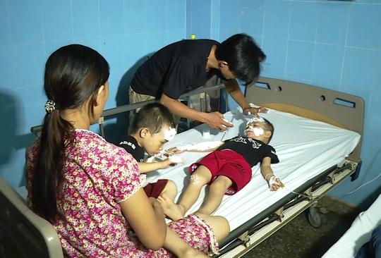 Nhiều bệnh nhân, trong đó có cả trẻ em được đưa vào bệnh viện cấp cứu trong tình trạng bị bỏng