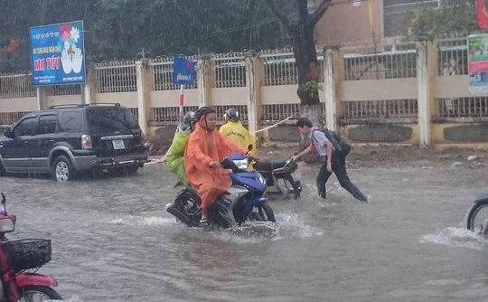 Tuyến đường ở Đà Nẵng ngập nặng