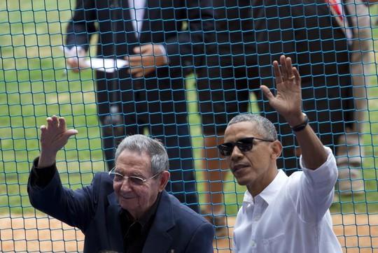 Hai hai nhà lãnh đạo xuất hiện tại sân đấu. Ảnh: Reuters