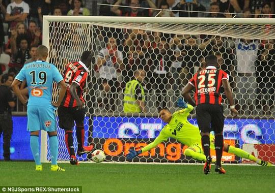 Balotelli lập Cú đúp ngay trong trận ra mắt Nice