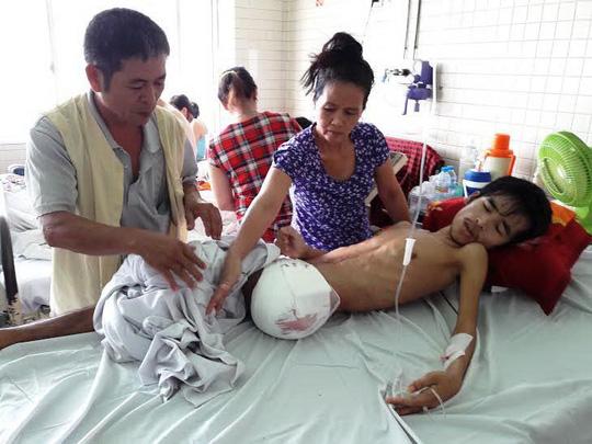 Anh Nguyễn Hữu Lợi đang được điều trị tại Bệnh viện Chợ Rẫy