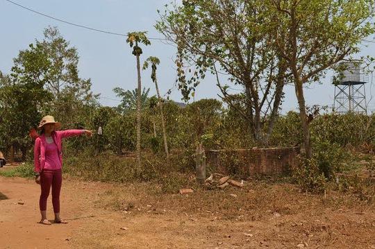 Chị Nguyễn Thị Tuyết Anh bức xúc vì toàn bộ lô đất của gia đình đã bị bán cho 7 hộ dân