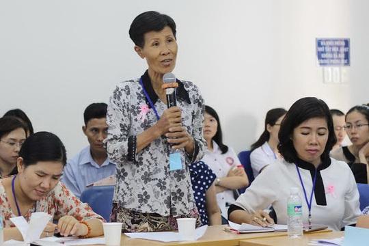 Bà Phùng Thị Hợi phát biểu trong cuộc hội thảo