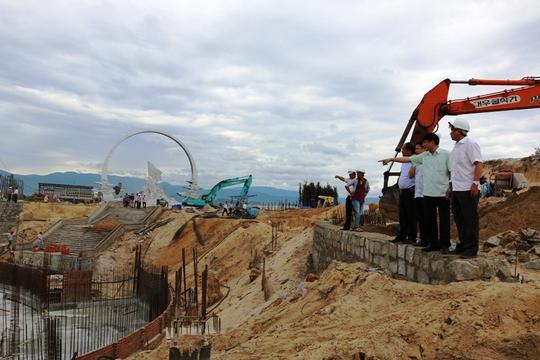 Đoàn công tác của Tổng LĐLĐ Việt Nam thăm các công trình xây dựng Khu Tưởng niệm Chiến sĩ Gạc Ma tại tỉnh Khánh Hòa