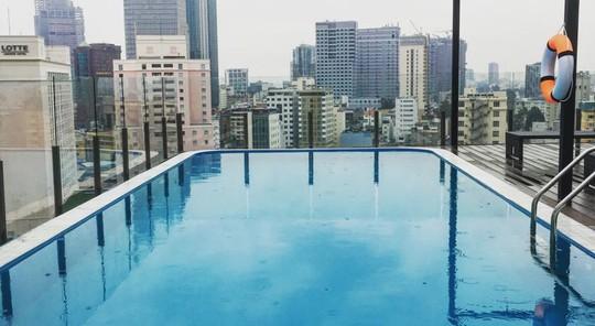 Hồ bơi trên cao của khách sạn 4 sao Bay Hotel trên đường Ngô Văn Năm, quận 1, TP HCM Ảnh: Internet