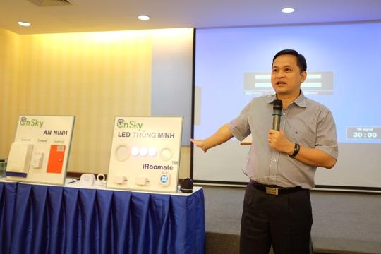 Ông Lâm Nguyễn Hải Long, Giám đốc QTSC giới thiệu hệ thống nhà thông minh dùng trí tuệ nhân tạo. Ảnh: Chánh Trung.
