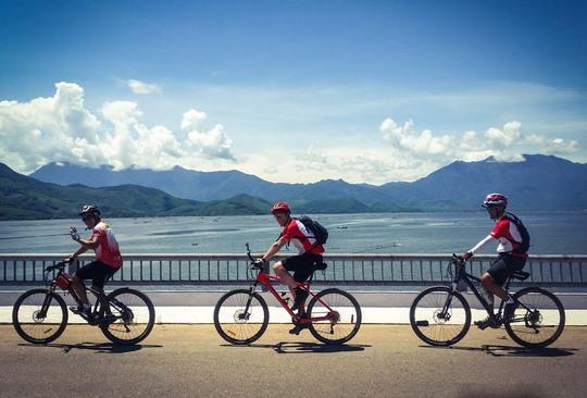 Hành trình của ông Scott và những người bạn bắt đầu từ Hà Nội vào đầu tháng 9-2016.