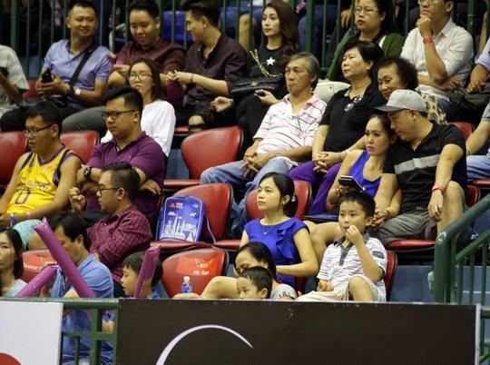 Là môn thể thao có tính quần chúng cao, hàng ghế VĐV luôn có nhiều ngừoi thuộc nhiều lứa tuổi khác nhau cùng theo dõi trận đấu