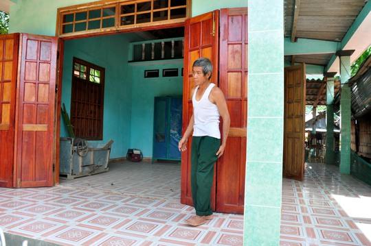 Ông Phạm Văn Thanh (ngụ xã Ba Vì, huyện Ba Tơ, tỉnh Quảng Ngãi) xây được căn nhà khang trang nhờ tiền con trai đi xuất khẩu lao động gửi về Ảnh: TỬ TRỰC