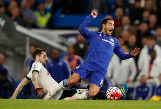 Những pha bóng dễ dẫn đến chấn thương nặng cho đối thủ xuất hiện nhiều trong trận