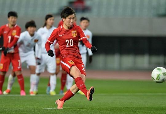 Đội Trung Quốc ghi bàn từ chấm 11 m - Ảnh: AFC