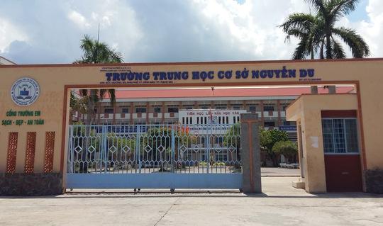 Nhiều trường học ở Kiên Giang cho học sinh nghỉ hè sớm do hạn hán và thiếu nước sinh hoạt.
