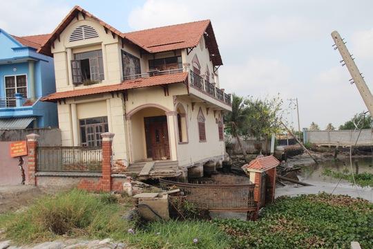 Sau hơn 1 năm, hiện trạng vụ sạt lở nghiêm trọng tại khu vực cuối đường số 7 (phường Hiệp Bình Phước, quận Thủ Đức, TP HCM) vẫn còn nguyên xi Ảnh: GIA MINH