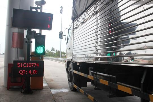 Các trạm cân tải trọng tự động sẽ kiểm soát hiệu quả xe quá tải Ảnh: Hoàng TriềU