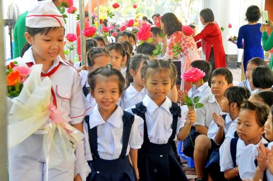 Học sinh Trường Tiểu học Lê Đình Chinh (quận Bình Thạnh, TP HCM) trong lễ khai giảng năm học mới sáng 1-9 Ảnh: TẤN THẠNH