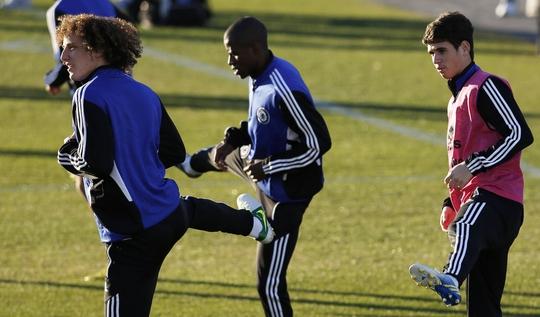 David Luiz (trái) trở lại Chelsea là một trong những hợp đồng gây sốc thị trường chuyển nhượng mùa hè này Ảnh: REUTERS