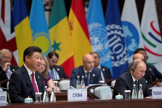 Chủ tịch Trung Quốc Tập Cận Bình (trái) phát biểu khai mạc Hội nghị Thượng đỉnh G20 hôm 4-9 Ảnh: REUTERS