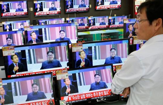 Thông tin vụ thử hạt nhân lần thứ 5 của Triều Tiên được phát trên truyền hình tại Seoul - Hàn Quốc Ảnh: REUTERS