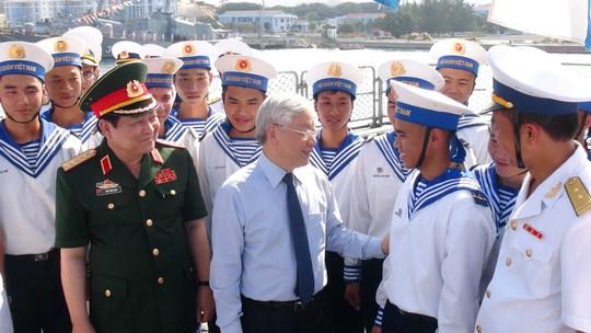 Tổng Bí thư Nguyễn Phú Trọng thăm các chiến sĩ Vùng 4 Hải quân hôm 5-5