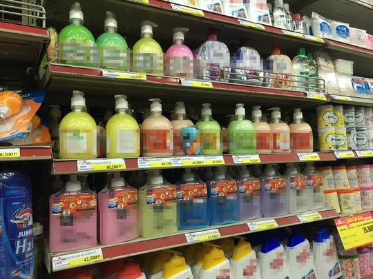 Nhiều sản phẩm nước rửa tay, xà phòng có chứa triclosan - một trong những hóa chất bị cấm sử dụng tại Mỹ