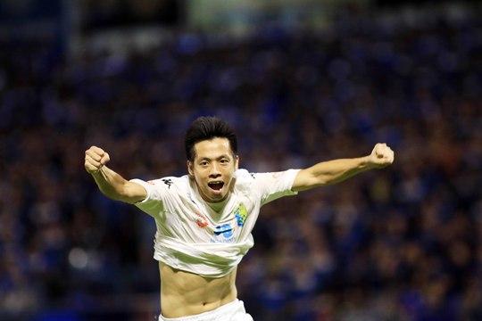 Bàn thắng ở phút 90+3 vào lưới Than Quảng Ninh của Văn Quyết giúp Hà Nội T&T tiến sát cúp vô địch Ảnh: HẢI ANH