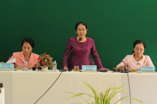 Bà Võ Thị Dung, Phó Bí thư Thành ủy TP HCM, phát biểu tại buổi làm việc với LĐLĐ TP Ảnh: HOÀNG TRIỀU