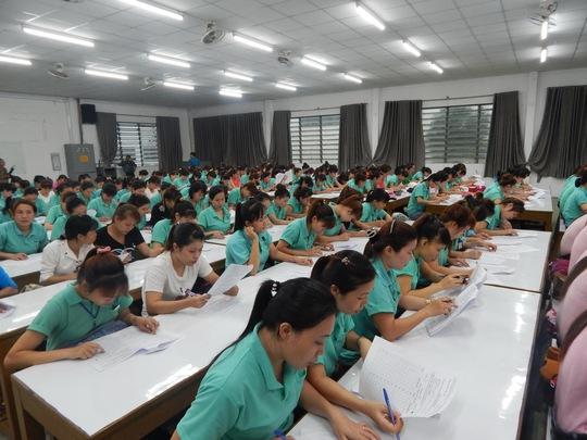"""Công nhân Công ty TNHH Sedo Vina hào hứng tham gia hội thi """"Tìm hiểu về kiến thức pháp luật lao động"""" do Công đoàn cơ sở tổ chức"""