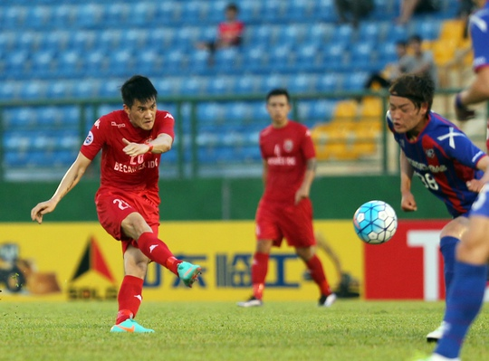 Công Vinh là tác giả bàn thắng danh dự cho B.Bình Dương trước Tokyo FC Ảnh: Quang Liêm