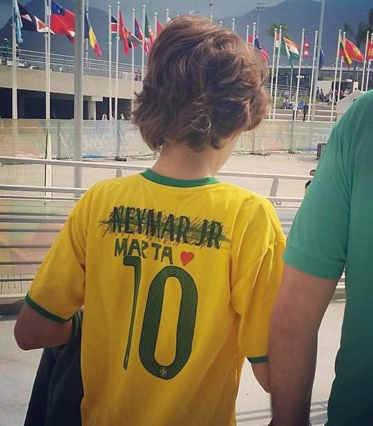 Bức ảnh là minh chứng rõ nét nhất cho sự thất vọng của người hâm mộ với Neymar và Olympic Brazil