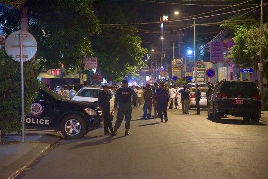 Cảnh sát phong tỏa hiện trường sau vụ nổ. Ảnh: Cambodia Daily, Jack Board